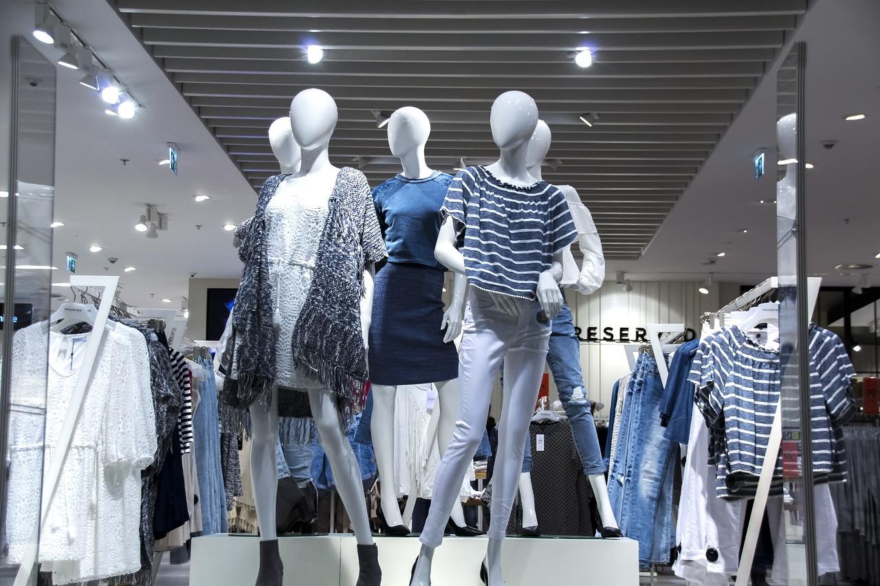 shopping-mall-1316787_1280.jpg